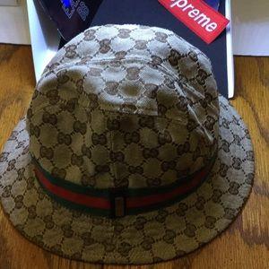 229a09c383f Men s Gucci Bucket Hat on Poshmark